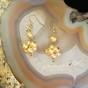 Golden faux pearl earring cluster GUC